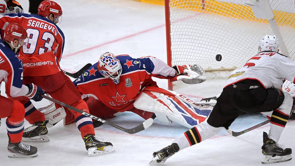 «Авангард» пошел вперед  / Он открыл финальную серию против ЦСКА гостевой победой
