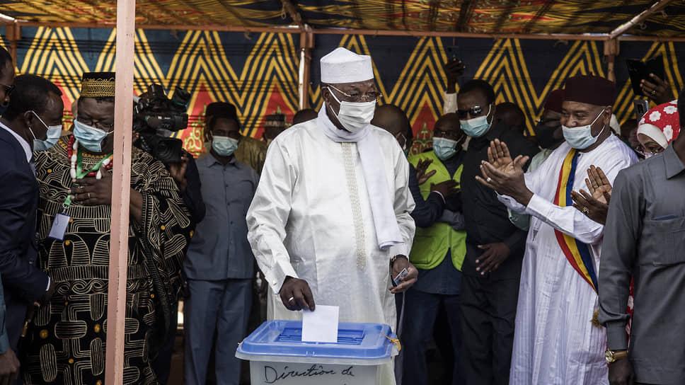 Президент Чада Идрис Деби Итно был в шестой раз избран главой государства, но даже не успел начать новый президентский срок