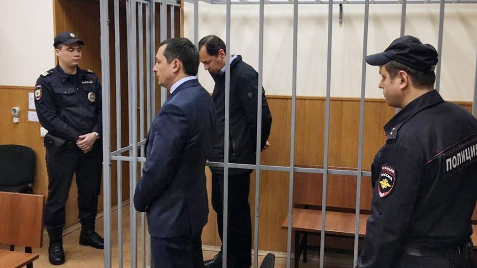 Бывший заместитель начальника Следственного департамента МВД России Александр Бирюков (второй справа)