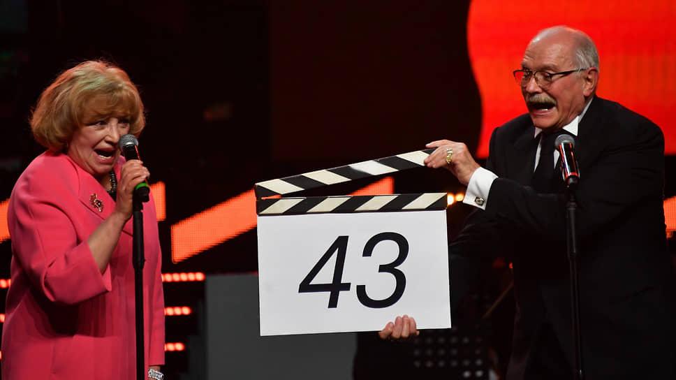 Сорок третий ММКФ, в отличие от сорок второго, Никита Михалков открыл лично, несмотря на ковидные строгости