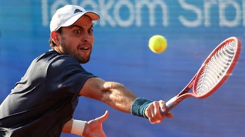 Аслан Карацев ограничился Новаком Джоковичем  / Он одолел первую ракетку мира, но проиграл финал в Белграде