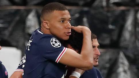 Футбол устал  / Пандемия угрожает окончательно лишить игроков здоровья