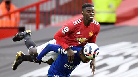 Манчестер Юнайтед сыграл по-соседски // Его поражение обеспечило чемпионский титул Манчестер Сити
