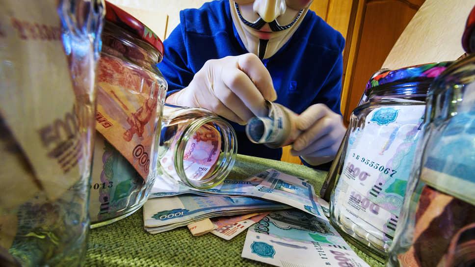 Наличные сбережения граждан жгут карман