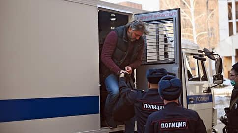 Присяжным воссоздали перестрелку в Москва-Сити // Прокуратура просит осудить бывших спортсменов, а защита  оправдать