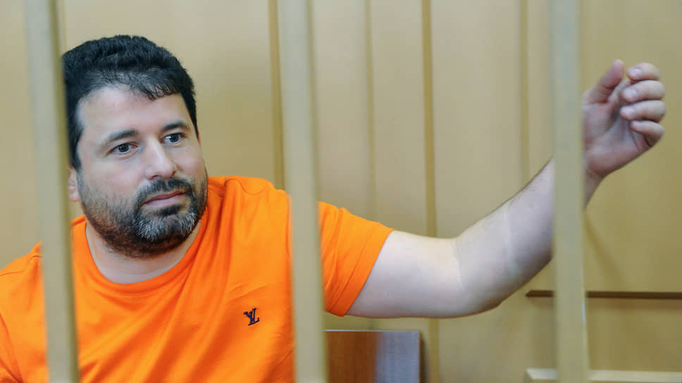 На этот раз Дионисий Золотов-Шапиро-Тумаркин посадил за решетку других