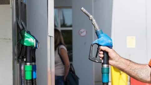 Бензин разлился на праздники // Топливо дорожает в сезон отпусков