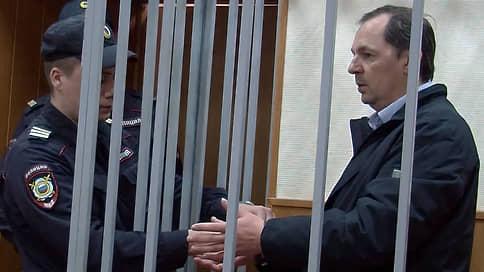 Генпрокуратура и СКР не поделили дело генералов // Расследование в отношении бывших следователей МВД остается под вопросом