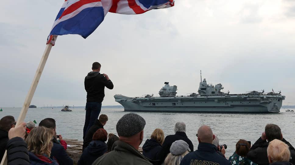 В качестве демонстрации британского военного лидерства в 28-недельный поход вышла международная авианосная ударная группа во главе с флагманом флота Великобритании авианосцем Queen Elizabeth