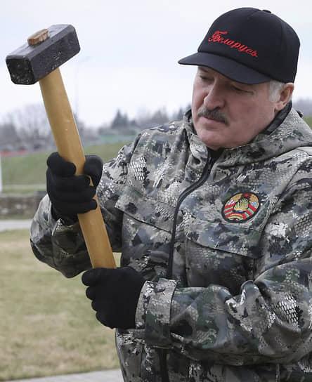 Посадка в Минске самолета Ryanair позволила президенту Белоруссии Александру Лукашенко нанести удар сразу по нескольким оппозиционным Telegram-каналам