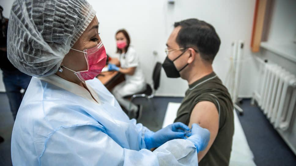 Как власти Якутии сделали обязательной вакцинацию против COVID-19