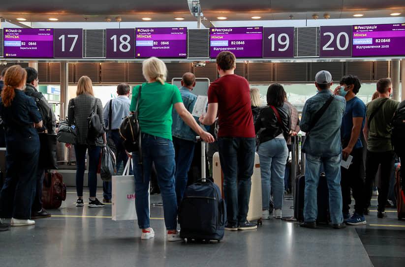 Пассажирам рейса авиакомпании «Белавиа» из Киева в Минск 25 мая (на фото) повезло: они смогли воспользоваться билетами. А вот со среды авиасообщения между Украиной и Белоруссией нет