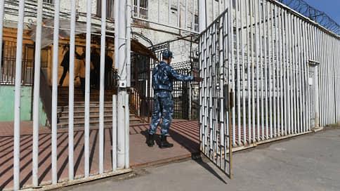 Адвокат больше не абонент  / Госдума запрещает защитникам брать телефон на встречу с заключенными
