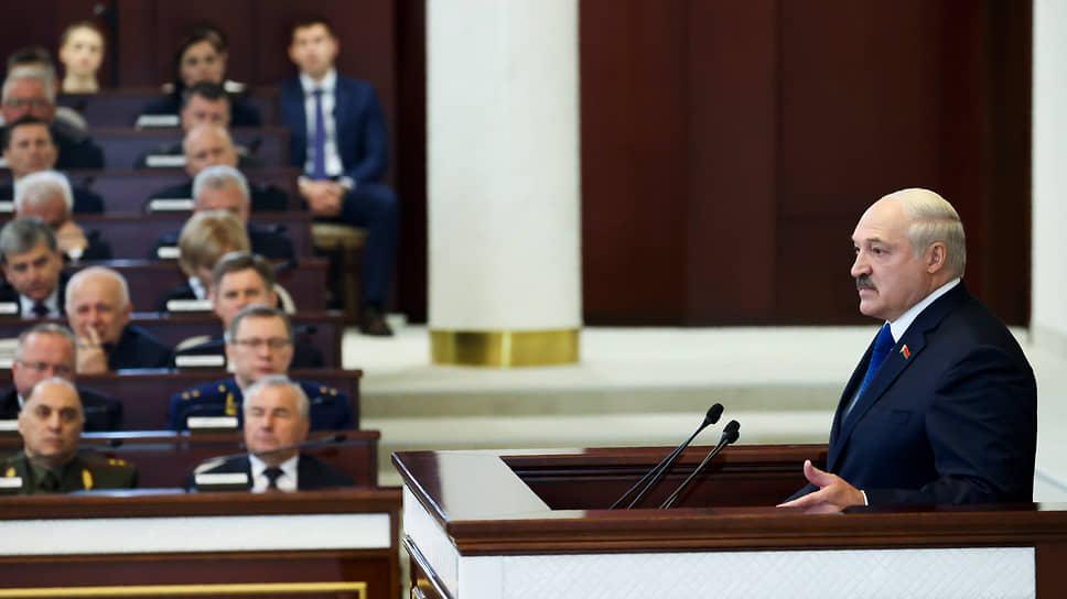 Как Александр Лукашенко готовится к войне с Западом за себя и за того брата