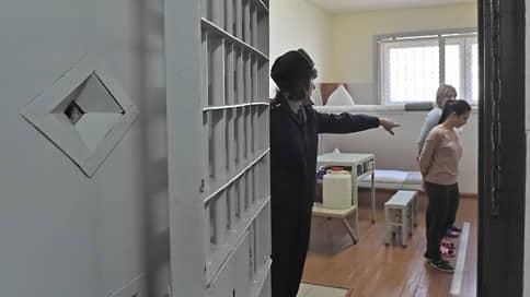 Женщина в тюрьме противоречит санитарным нормам // Генпрокуратура выявила нарушения в условиях содержания за решеткой женщин и детей