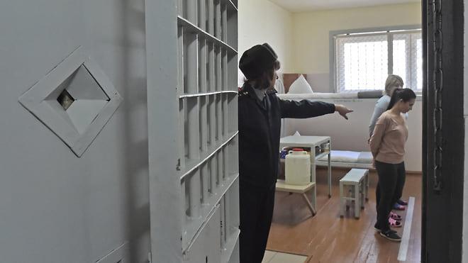 Женщина в тюрьме противоречит санитарным нормам  / Генпрокуратура выявила нарушения в условиях содержания за решеткой женщин и детей
