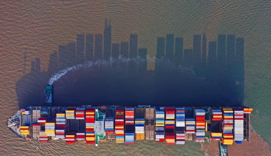 Контейнерам со всего мира преодолеть китайские порты сейчас не проще, чем Суэцкий канал три месяца назад