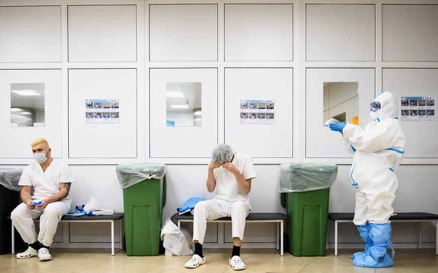 Подъем заболеваемости вновь заставляет медиков работать на пределе возможностей