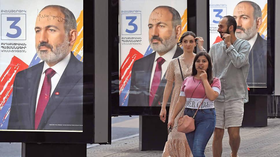 И. о. премьер-министра Армении Никол Пашинян (на плакатах) уверен, что на грядущих выборах нет ни единой реальной альтернативы ему и его партии «Гражданский договор». Вопрос только, согласны ли с этим армянские избиратели