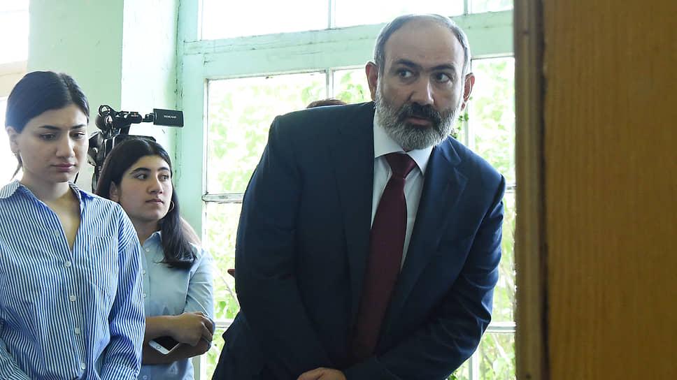 И. о. премьера Армении Никол Пашинян дал понять, что не боится дестабилизации обстановки в стране после выборов, но на всякий случай призвал своих сторонников выйти на митинг уже на следующий день после голосования