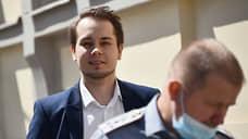 Первый не пошел  / Соратника Алексея Навального не пускают на выборы из-за причастности к экстремизму