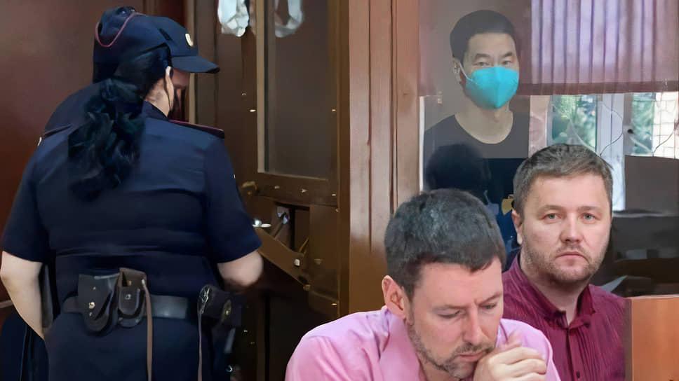 Лю Цзюн (в маске)