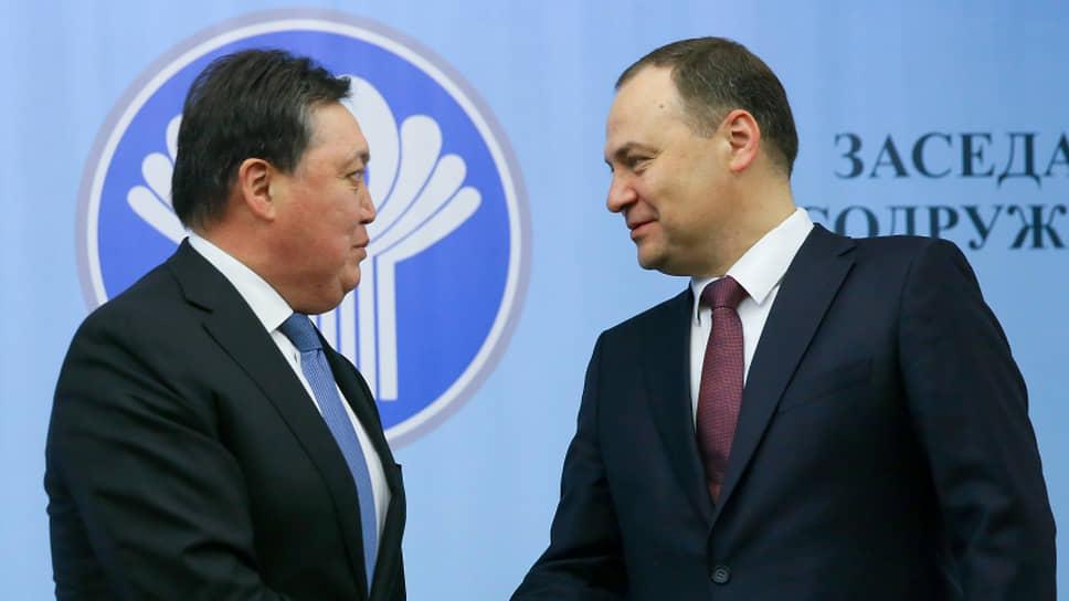 Премьер-министр Казахстана Аскар Мамин (слева) и премьер-министр Белоруссии Роман Головченко