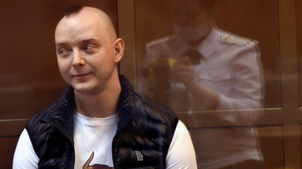Поручительства за Ивана Сафронова прокурор объяснил народной любовью