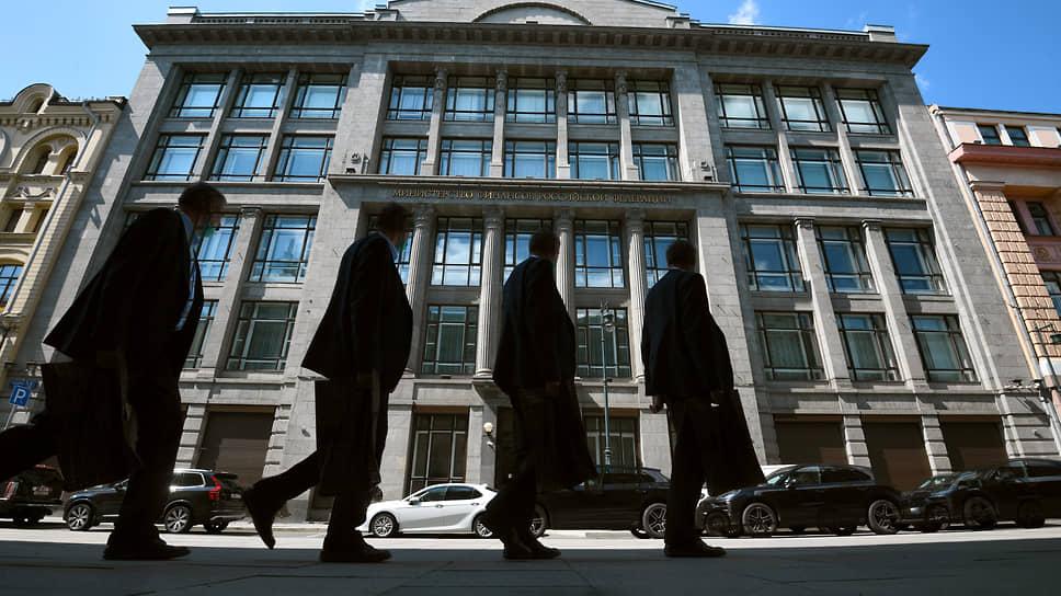 «Недружественную» валюту убрали из ФНБ