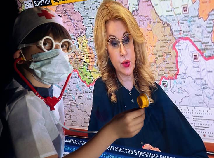 Татьяна Голикова принимает проблемы вакцинированных близко к сердцу. Но и невакцинированных — тоже