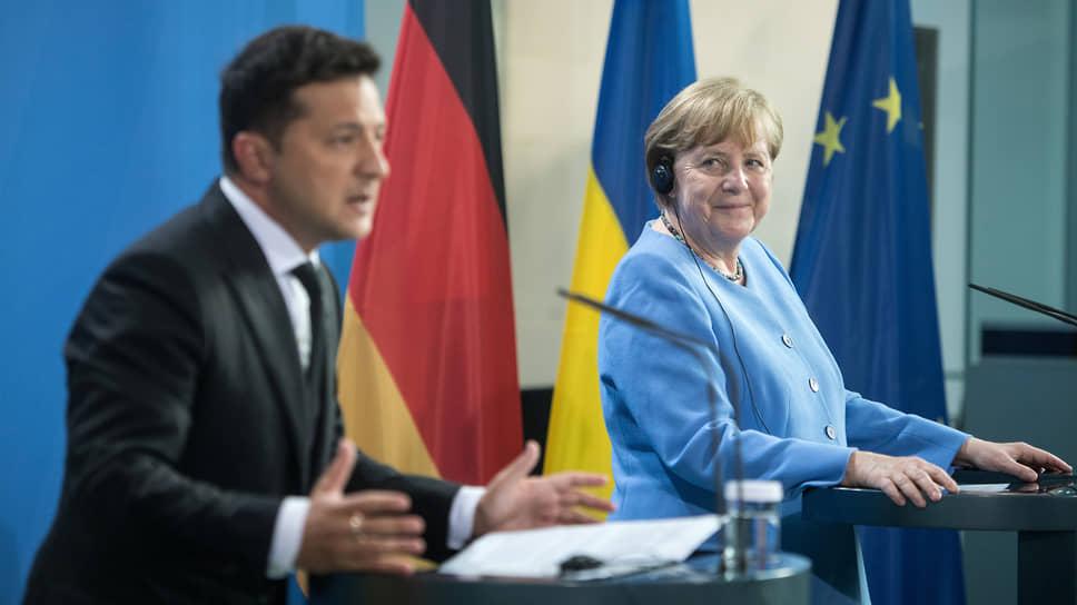 Президент Украины Владимир Зеленский на переговорах в Берлине (справа: президент ФРГ Франк-Вальтер Штайнмайер) неизменно затрагивал «актуальные вопросы безопасности», так или иначе связанные с Москвой