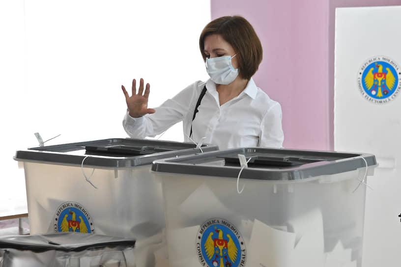 Президент Молдавии Майя Санду на избирательном участке