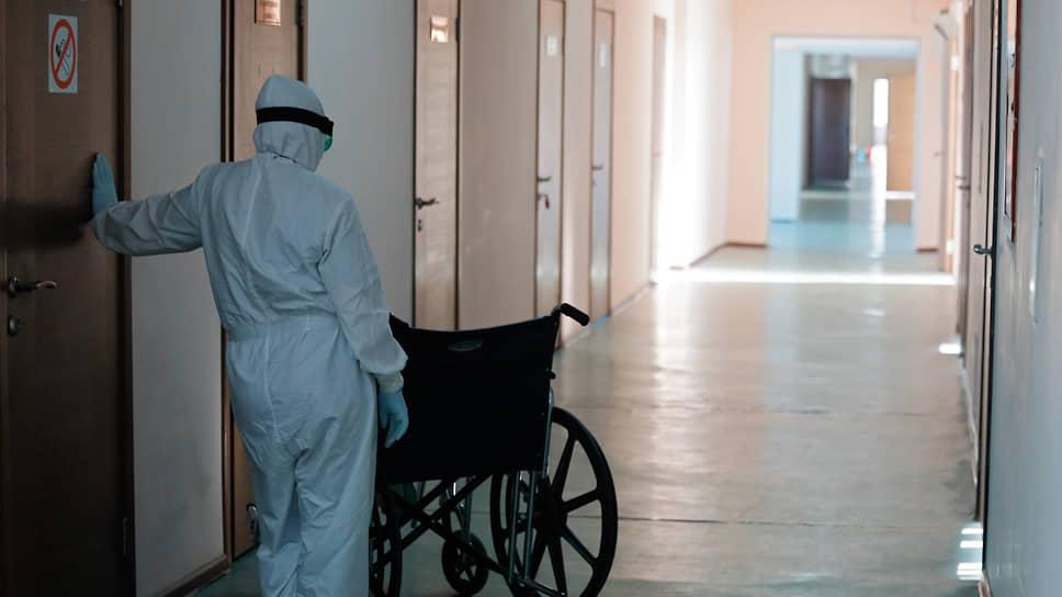 В больницы сейчас поступает все меньше пациентов с COVID-19, но в сентябре все может измениться