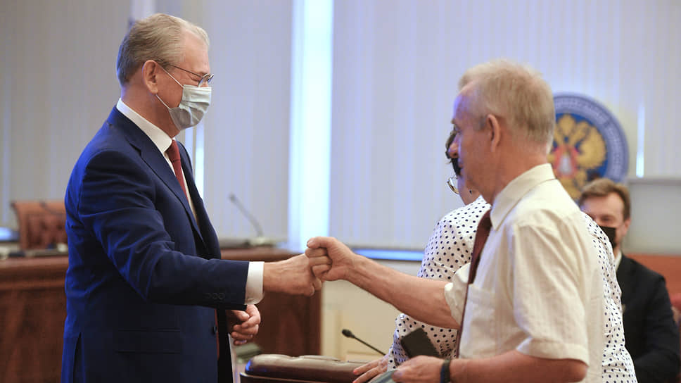 Заместитель председателя ЦИК России Николай Булаев (слева) и член ЦИК России Евгений Колюшин