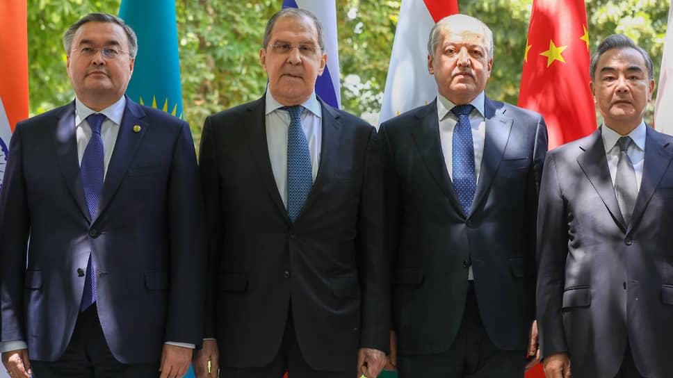Сергей Лавров и его коллеги по ШОС рассчитывали уделить главное внимание подготовке юбилейного саммита организации, но ситуация в Афганистане смешала все карты