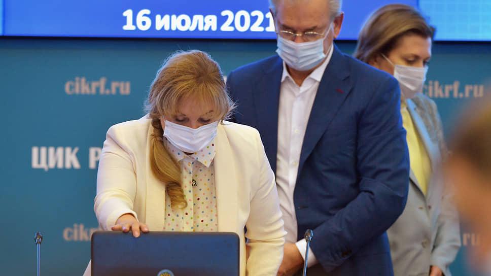 Вирусу не дадут поработать на выборах / Роспотребнадзор рекомендует вакцинировать всех членов избиркомов и наблюдателей