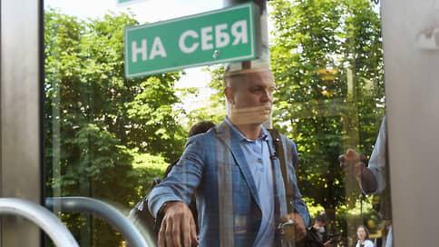 Адвоката оставили без связи  / Суд не стал менять меру пресечения Ивану Павлову