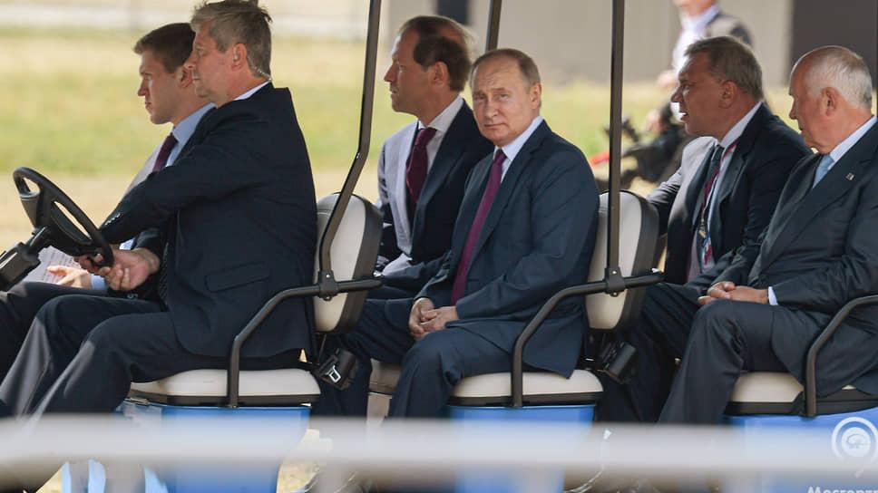 Владимир Путин пересел с истребителя на электрокар