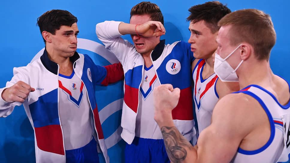 Мужская сборная России (слева направо: Артур Далалоян, Давид Белявский, Денис Аблязин, Никита Нагорный) впервые с 1996 года выиграла олимпийский командый турнир