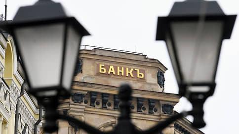 На данные клиентов набежали проценты  / Россияне не верят в банковскую информбезопасность