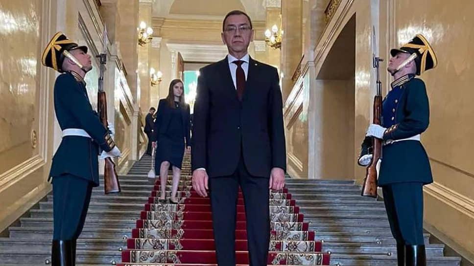 Сексуальный скандал, в котором оказался замешан посол Молдавии в России Владимир Головатюк, может стоить ему должности главы дипмиссии