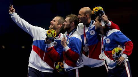 Японцы пролезли сквозь укольное ушко  / В командном турнире шпажистов они оставили россиян с серебром