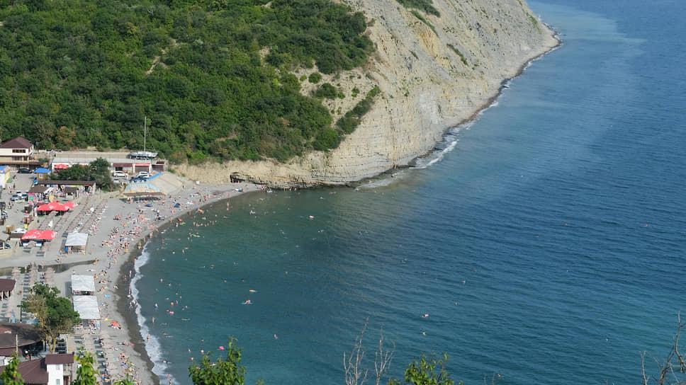 Вид на побережье, рядом с которым произошел нефтяной разлив