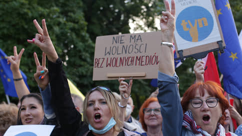 На СМИ наступают все Польше и Польше // Попытка Варшавы реформировать медиарынок возмутила политических партнеров, оппозицию и США