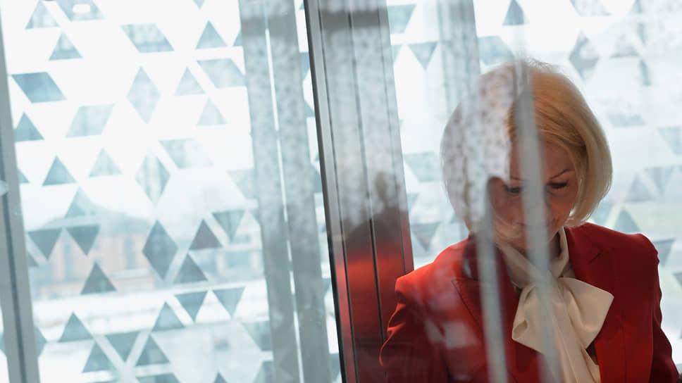 Вице-премьер Виктория Абрамченко оказалась перед плохим выбором: разработка ее подчиненных не нравится ни бизнесу, ни коллегам по правительству, а проблема ответственности производителей за отходы все острее