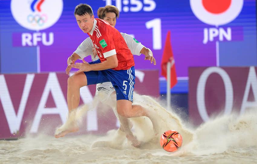 Игрок сборной России по пляжному футболу Юрий Крашенинников во время финального матча