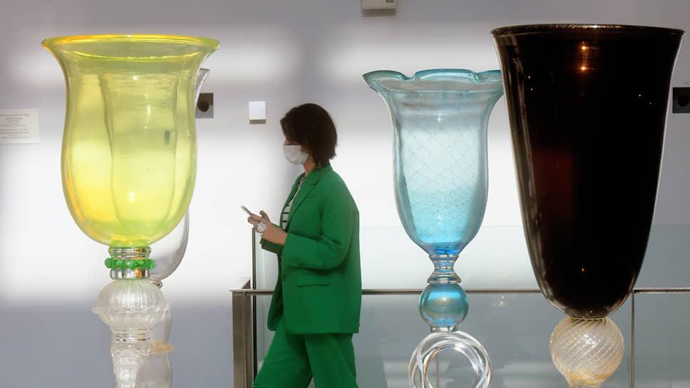 Привычные предметы по случаю выставки обрели неожиданные размеры