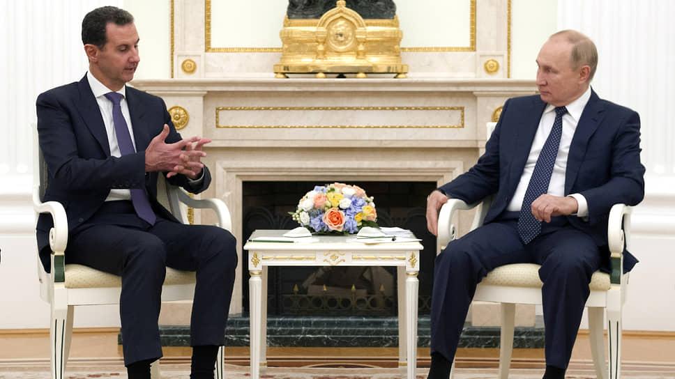 Президентам Сирии и России Башару Асаду и Владимиру Путину было что обсудить с глазу на глаз: очно они не виделись с января 2020 года