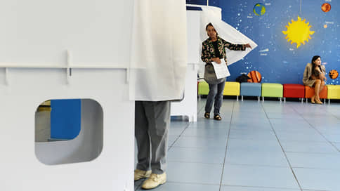 Галки твердые писать // Школы нашли разные способы оградить учеников от избирателей в дни голосования