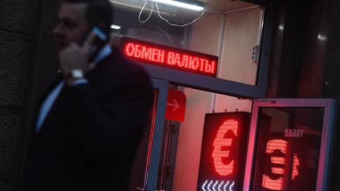 Евро ослабился по всем фронтам  / Рубль выигрывает по ставкам